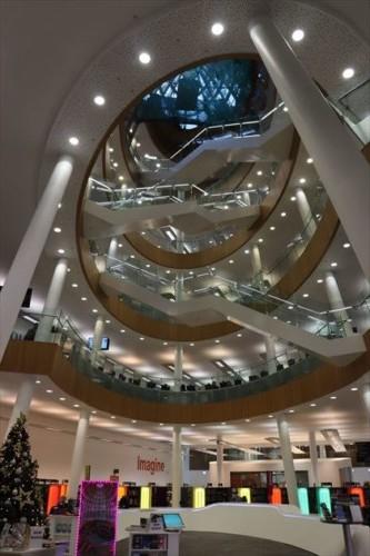 中央図書館内部