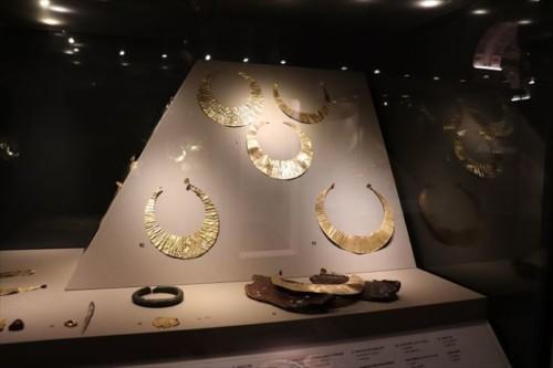 美しい金細工の展示