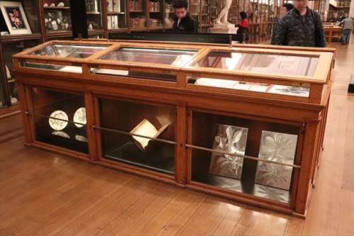 かつてキングズ・ライブラリーと呼ばれ、現在は啓蒙主義をテーマとした展示室の展示ケースは、開館当初の様子を感じさせます