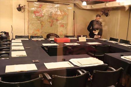 閣議室。重要なことがきめられた場所でしょう