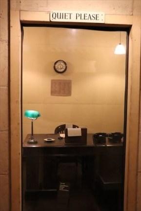 電話室。アメリカのルーズベルト大統領とのホットラインだったとか