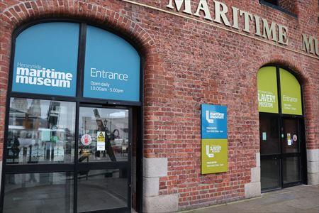 建物の入り口はこのように海事博物館と一体になっています