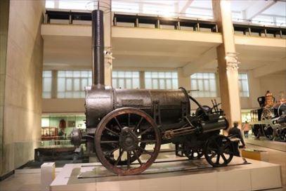 世界初の商用蒸気機関車・ロケット号