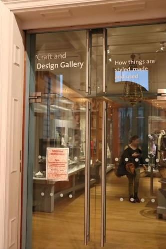 デザインや工芸の展示室
