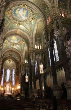 美しく豪華な内装は、リヨンの繁栄、豊かさのあらわれかもしれません