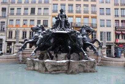 「自由の女神」の作者による像