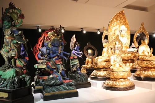 美しい仏像の数々。調査の旅で取得したもののようです