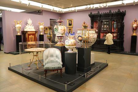 絵画や彫刻だけではなく工芸など装飾美術の展示もあります