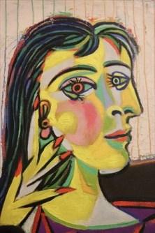 正面と横顔が同時に描かれている、いかにもピカソな作品