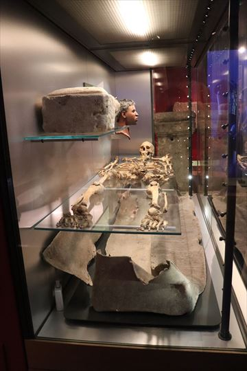 人骨も発見されたようです