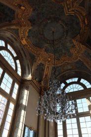 内部は豪華で美しいものです