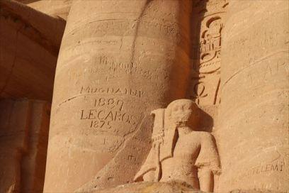 「MUGNAINI 1887」「LECAROS 1875」と彫られているのが見えます