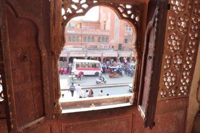 小窓からの風景。宮廷の女性たちは何を見たのでしょうか?