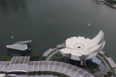 マリーナ・ベイ・サンズの展望スペースから見たところ