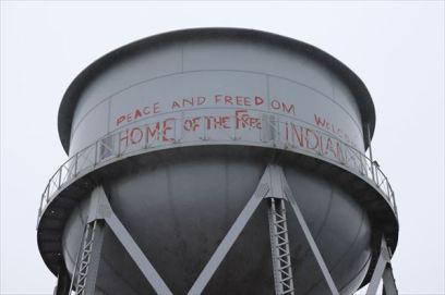 給水塔。占拠事件の時に書かれたのでしょうか