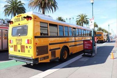 スクール・バスが何台も来ていました