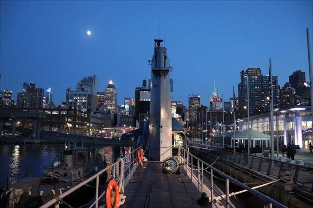 潜水艦とニューヨークと月と