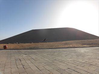 後でわかるのですが、これはアブ・シンベル神殿の裏側にあたるところです