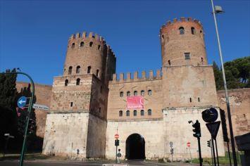 サン・セバスティアーノ門。内部はミュージアムになっています