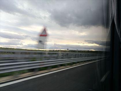 高速を走ります