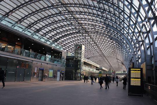 ポルタ・スーザ駅は新しく美しい駅でした