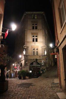 旧市街の路地も良い感じです