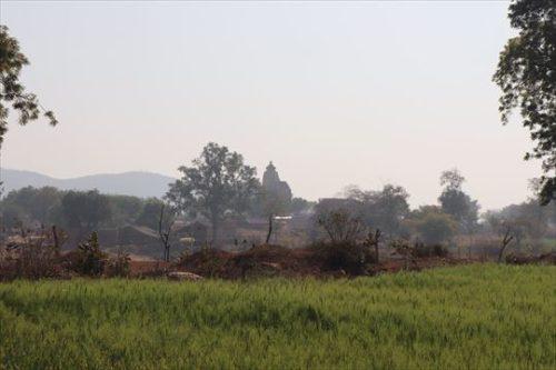 田園風景の中の南群寺院の一つ