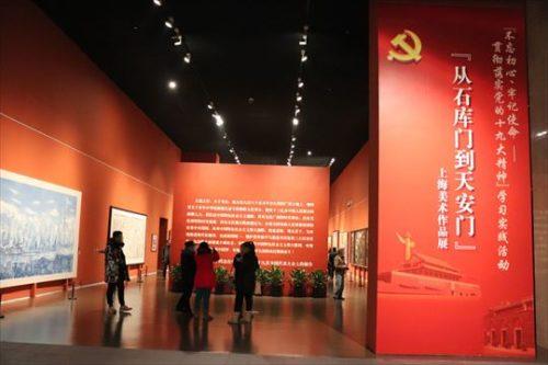 共産党の宣伝・教育のための作品が紹介されていたコーナー