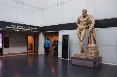 ナポリの考古学博物館がある地下鉄駅
