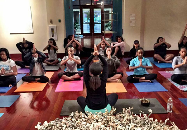 Yoga-in-the-Museum-w-Chelsea2