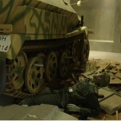Nationaal Militair Museum 'Him or me'