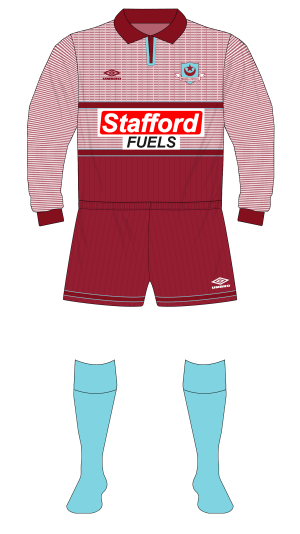 Drogheda-United-1996-1997-Umbro-home-kit-Manchester-United-grey-Stafford-Fuels-01