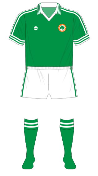 Republic-of-Ireland-1977-O'Neills-jersey-new-crest-short-sleeves-Bulgaria-01