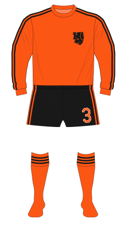 Netherlands-1974-adidas-long-sleeves-black-shorts-Sweden-01