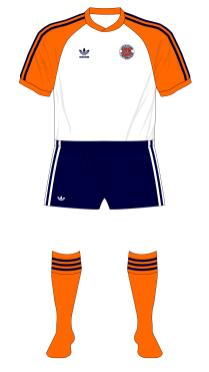 Luton-Town-1982-1983-adidas-home-navy-shorts-orange-socks-Everton-01