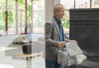 "Performance zur Ausstellung ""Erwin Wurm – Performative Skulpturen"""