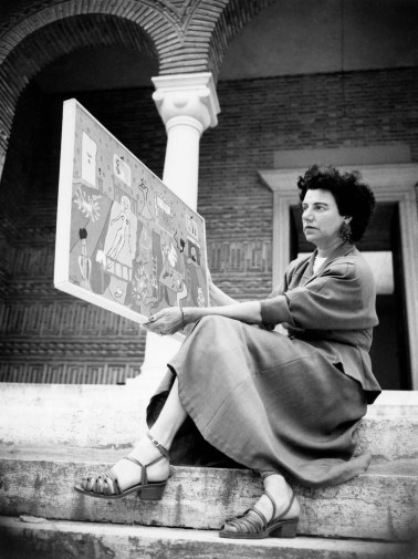 Peggy Guggenheim on the steps of the Greek pavilion, where she exhibited her collection during the 24th Venice Biennale in 1948th. In her hand she holds a painting of her daughter Pegeen Vail (Interior, 1945). © Roloff Beny / Courtesy of National Archives of Canada