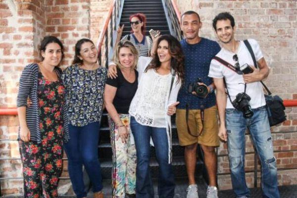 Aline Barros, Marina de Oliveira e a equipe de produção