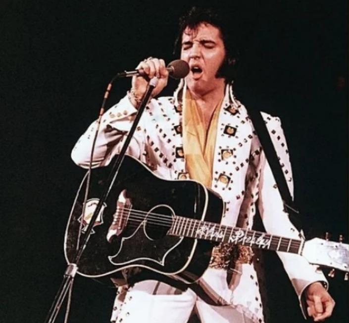 """O cantor Elvis Presley é tido por muitos como o """"Rei do rock"""". Porém, o que  é pouco divulgado é a origem do cantor na igreja evangélica e sua devoção à  fé ... 9918e26fec"""