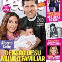 El Padre Alberto no oculta la gran felicidad que le han dado su esposa y bebé