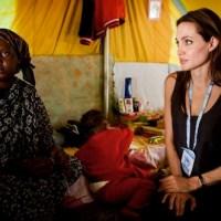 Fundación de Angelina Jolie ayuda a miles de refugiados de Libia