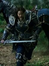 """Travis Fimmel como Anduin Lothar en """"Warcraft""""."""