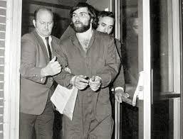 Ronald DeFeo Jr. sendo preso