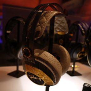 Gibson-Les-Paul-Standard-Headphones-2