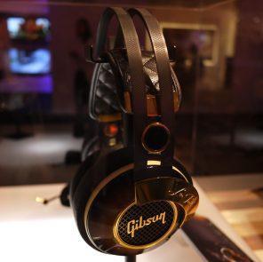 Gibson-Les-Paul-Standard-Headphones-3