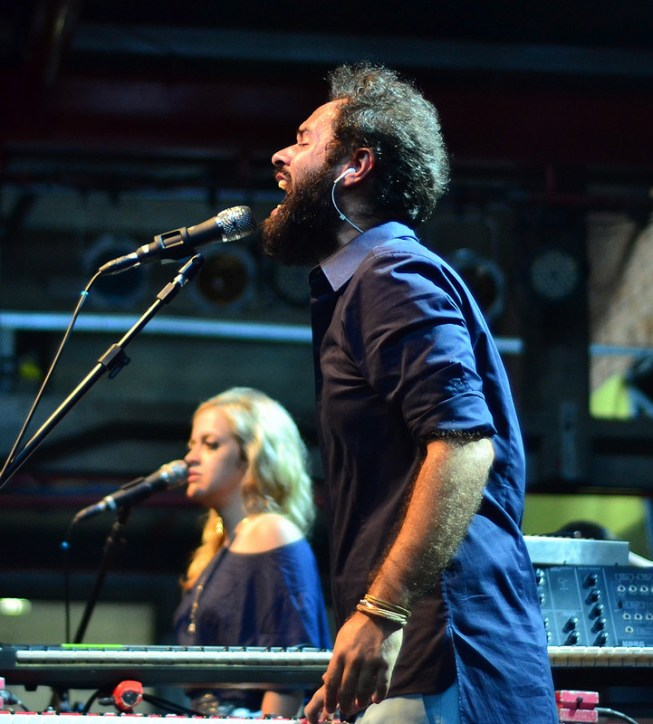 Marcelo Jeneci no palco da Choperia Sesc Pompeia. 19.1.2014 (Foto: Alexandre Eça)