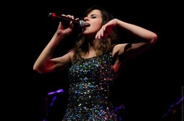 A cantora Natália Matos no palco da Choperia Sesc Pompeia (Foto Alexandre Eça)