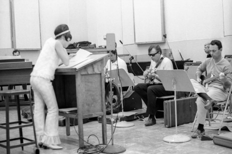 Capitol Studios, Billy Strange in the middle