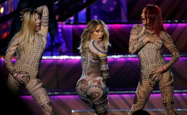 jennifer-lopez-american-music-awards