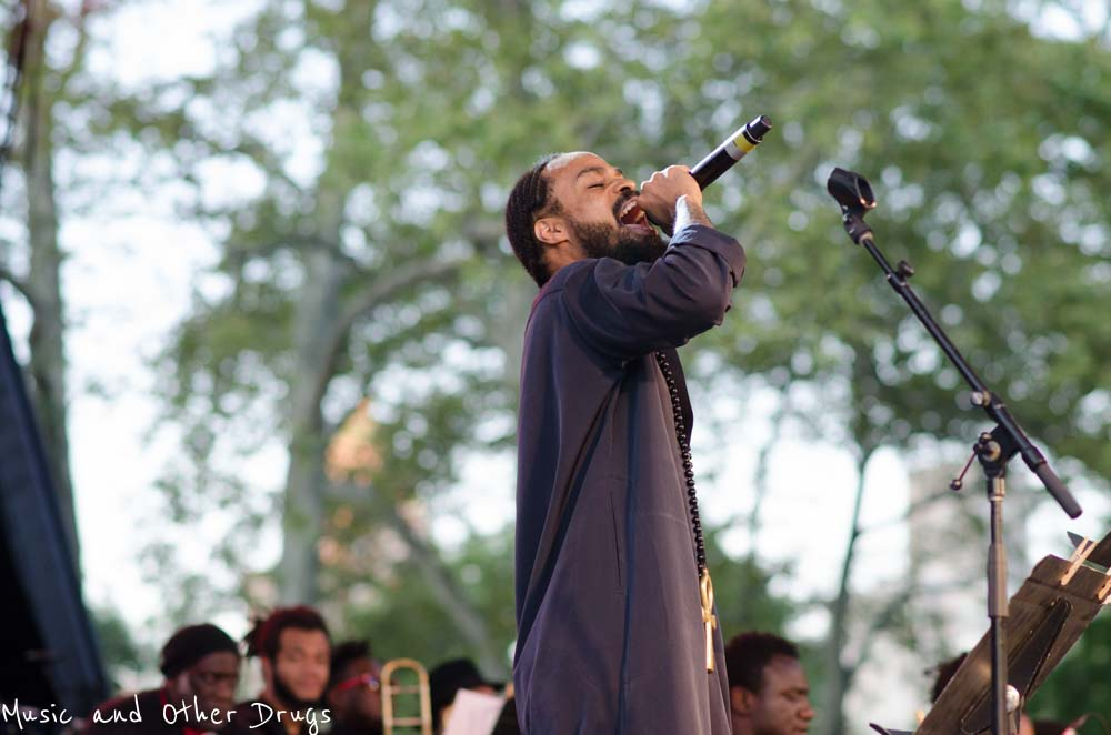 Bilal paying tribute to Howlin' Wolf